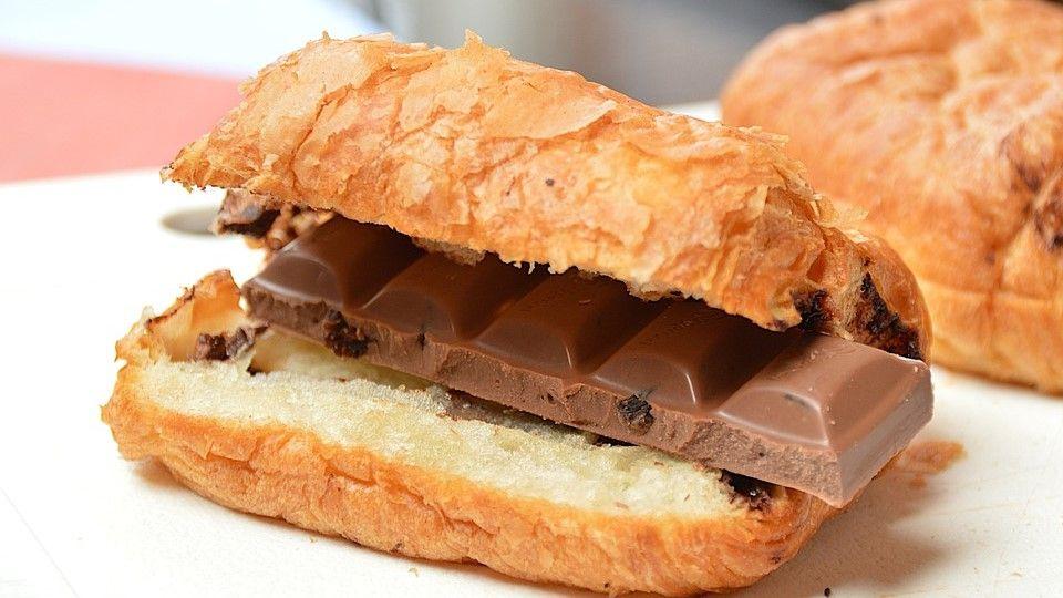 Chocolate al interios de una pan para un perro